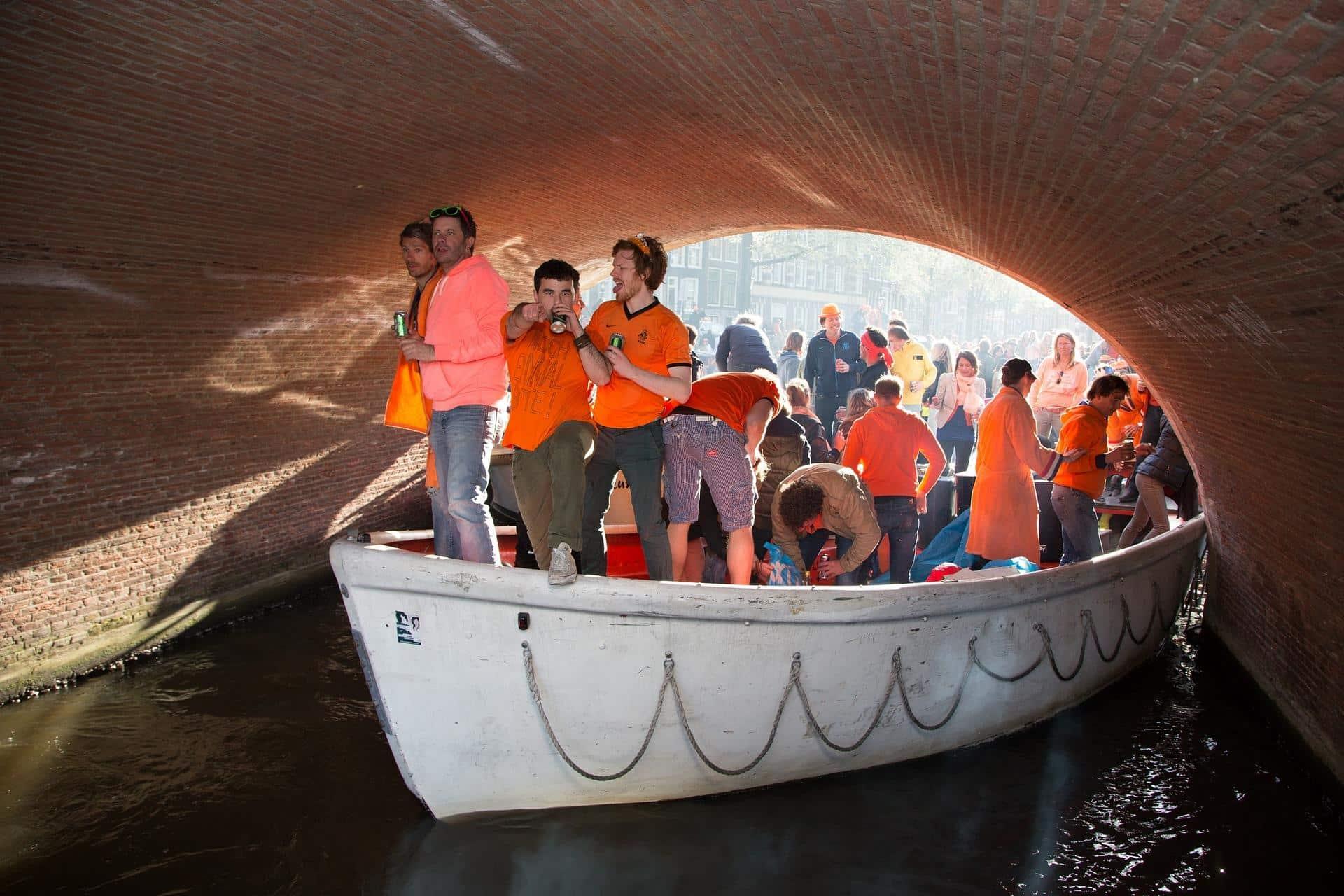 Junggesellenabschied auf einem Boot